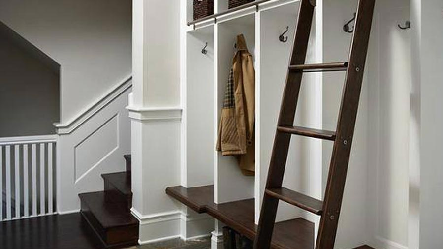 Organized storage in entryway